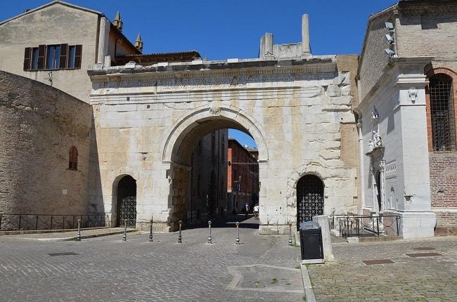 Fano, Arco di Augusto nel centro storico