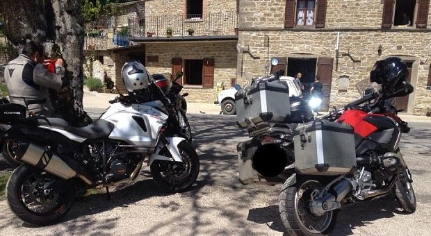 Passo di Bocca Serriola, moto in piazza