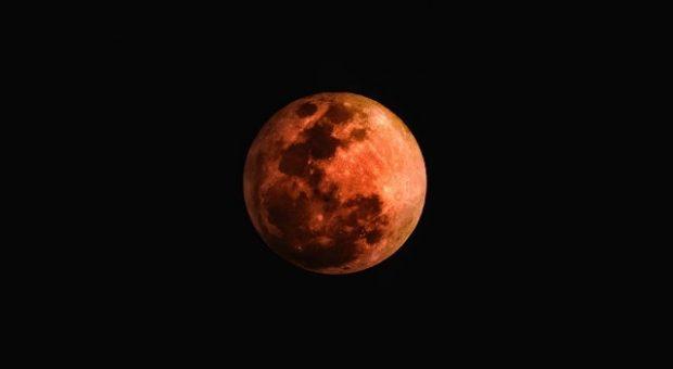 Eclissi di Luna nelle Marche: la Luna di Sangue