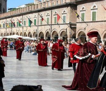 Feste Medievali nelle Marche, la Quintana di Ascoli Piceno: il Corteo Storico