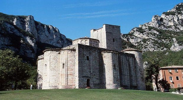 Terme gratis Marche: San Vittore a Frasassi