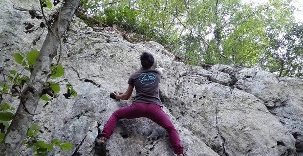 Arrampicata durante il Frasassi Climbing Festival