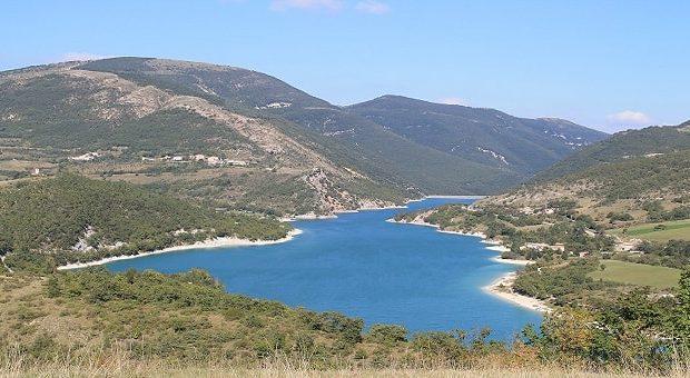 Lago di Fiastra, lago artificiale delle Marche con diga