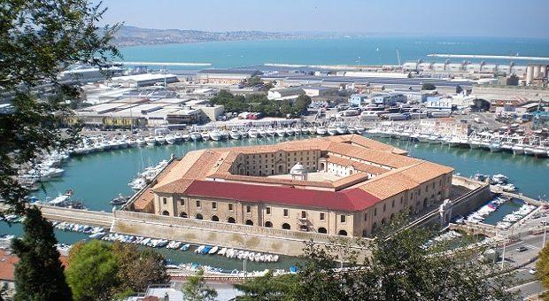 La Mole Vanvitelliana (ex Lazzaretto) ad Ancona, sede del Museo Tattile Statale Omero
