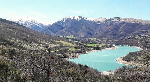 Panorami fotografici nelle Marche: il Lago di Fiastra