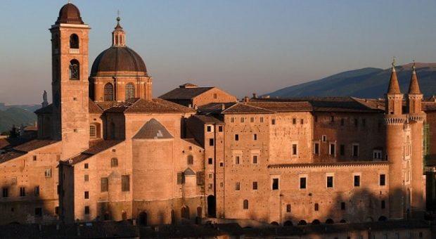 Cosa vedere a Urbino: panorama del Palazzo Ducale e del Duomo