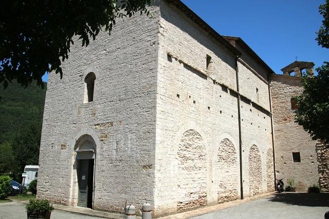 Abbazia di San Vincenzo al Furlo vicino ad Acqualagna