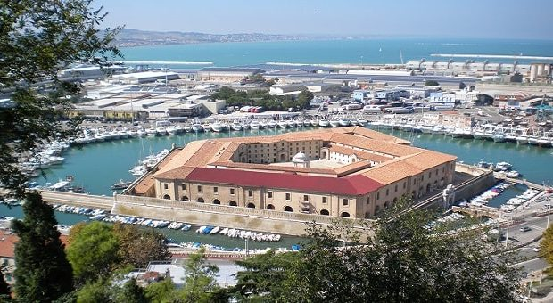 Mole Vanvitelliana Ancona, isolotto del Lazzaretto