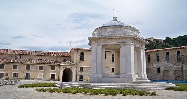 Mole Vanvitelliana Ancona: il Tempietto di San Rocco