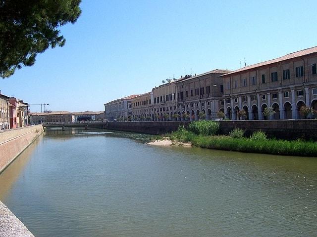 Cosa vedere a Senigallia: il fiume Misa con i Portici Ercolani