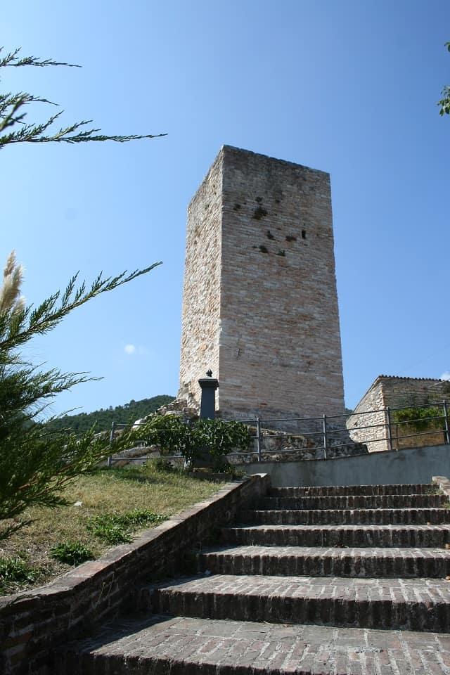 Genga, Pierosara: i resti della Torre del castello