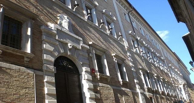 Osimo, Palazzo Campana