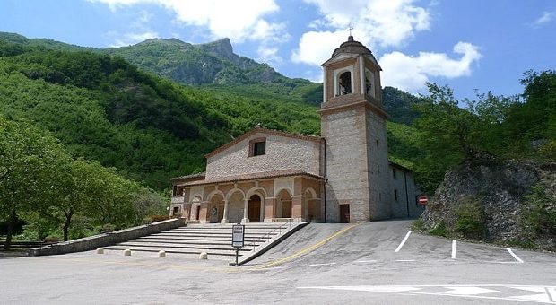 Il Santuario Madonna dell'Ambro a Montefortino