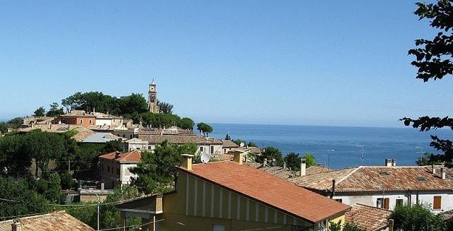 Fiorenzuola di Focara, borgo
