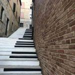Street Art nelle Marche, Mondolfo Galleria senza soffitto: scalinata pianoforte